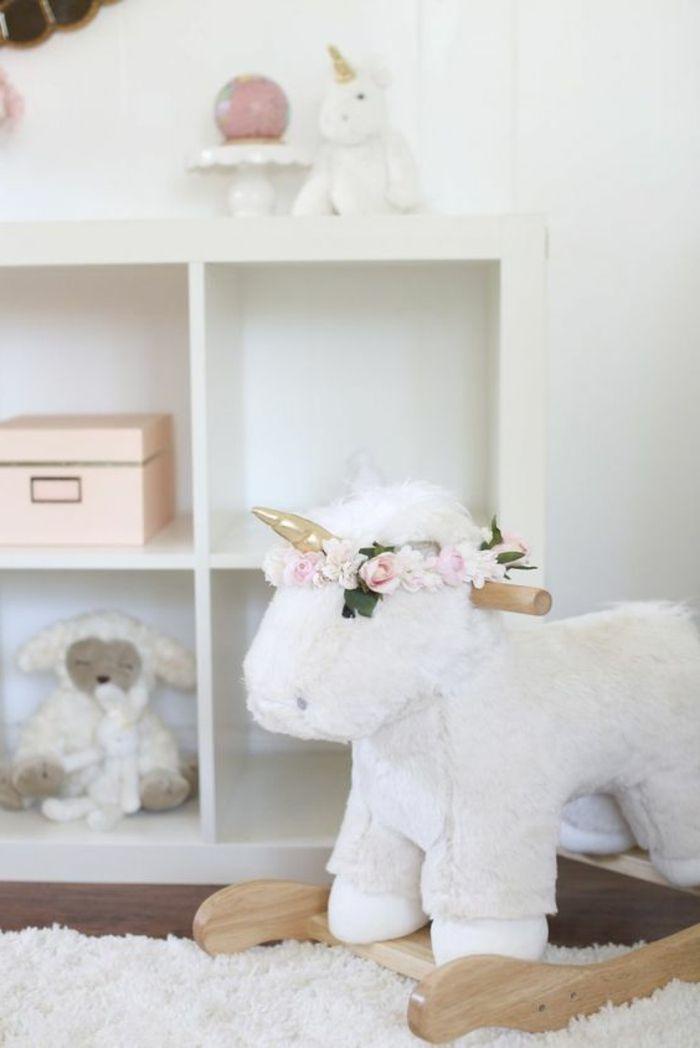 Kinderzimmer Einrichten Ideen Für Dekoration Und Spielzeuge Im Babyzimmer  Einhorn Deko Goldener Horn Blumenkranz