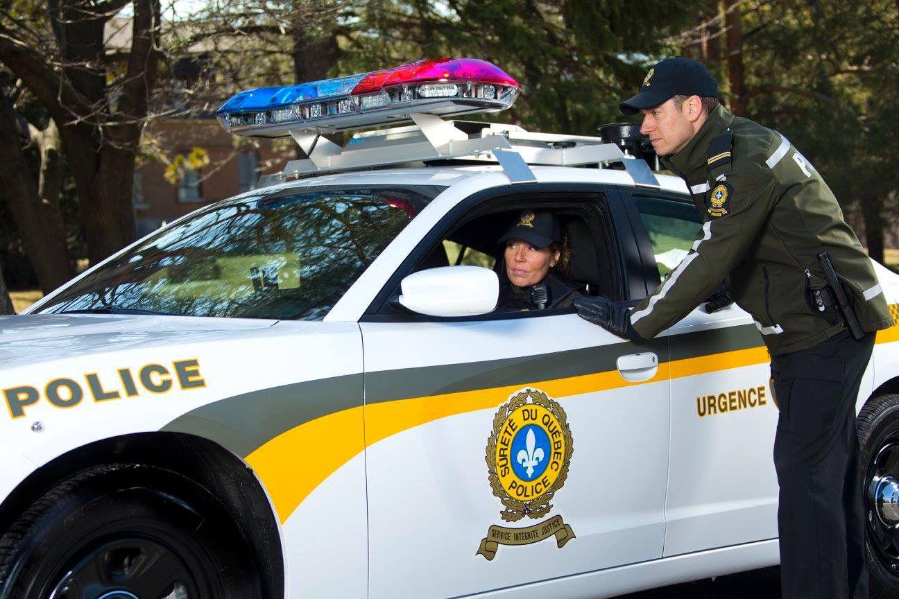 voiture de police avec nouvelle uniform de la sq photo de la sq police law pinterest. Black Bedroom Furniture Sets. Home Design Ideas