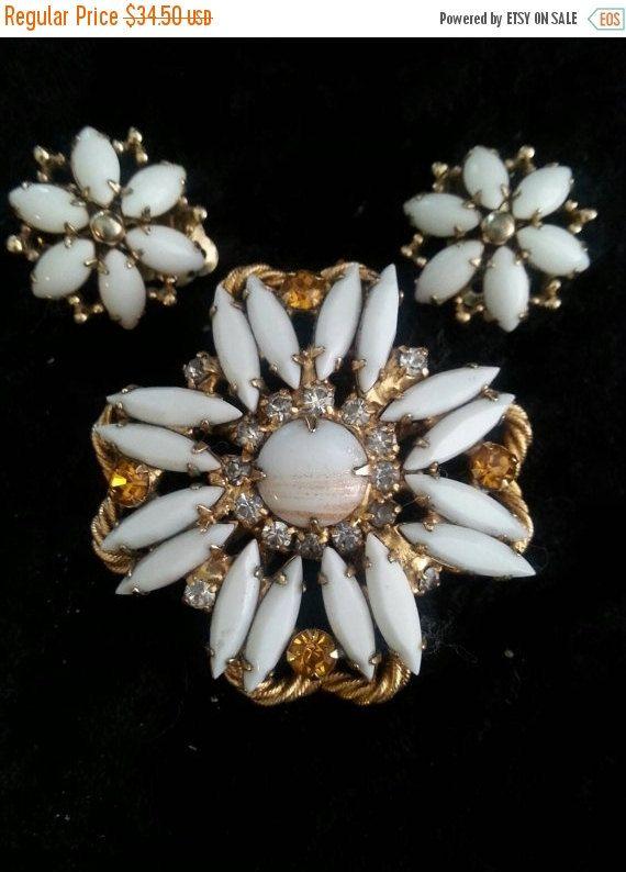 Signed Dore Vintage White Rhinestone Brooch Pin Clip On Etsy Costume Jewelry Sets Rhinestone Costume Jewelry Vintage Costume Jewelry