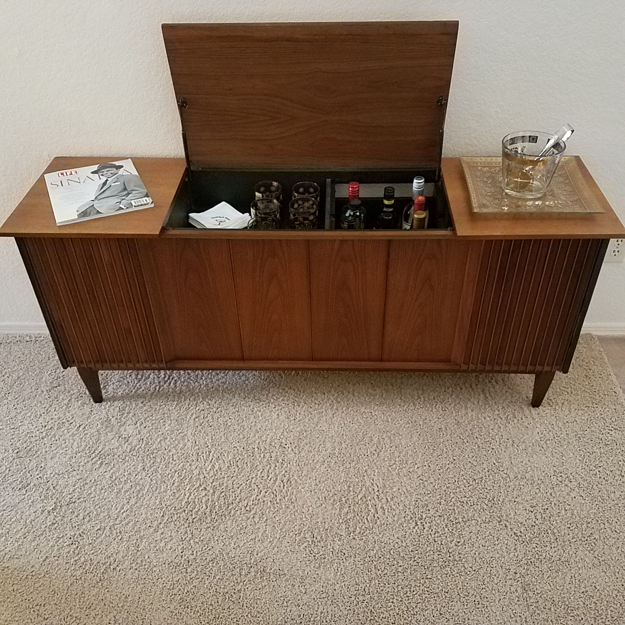 Magnavox Tv Stereo Cabinet Repurposed As A Credenza Available On Phoenix