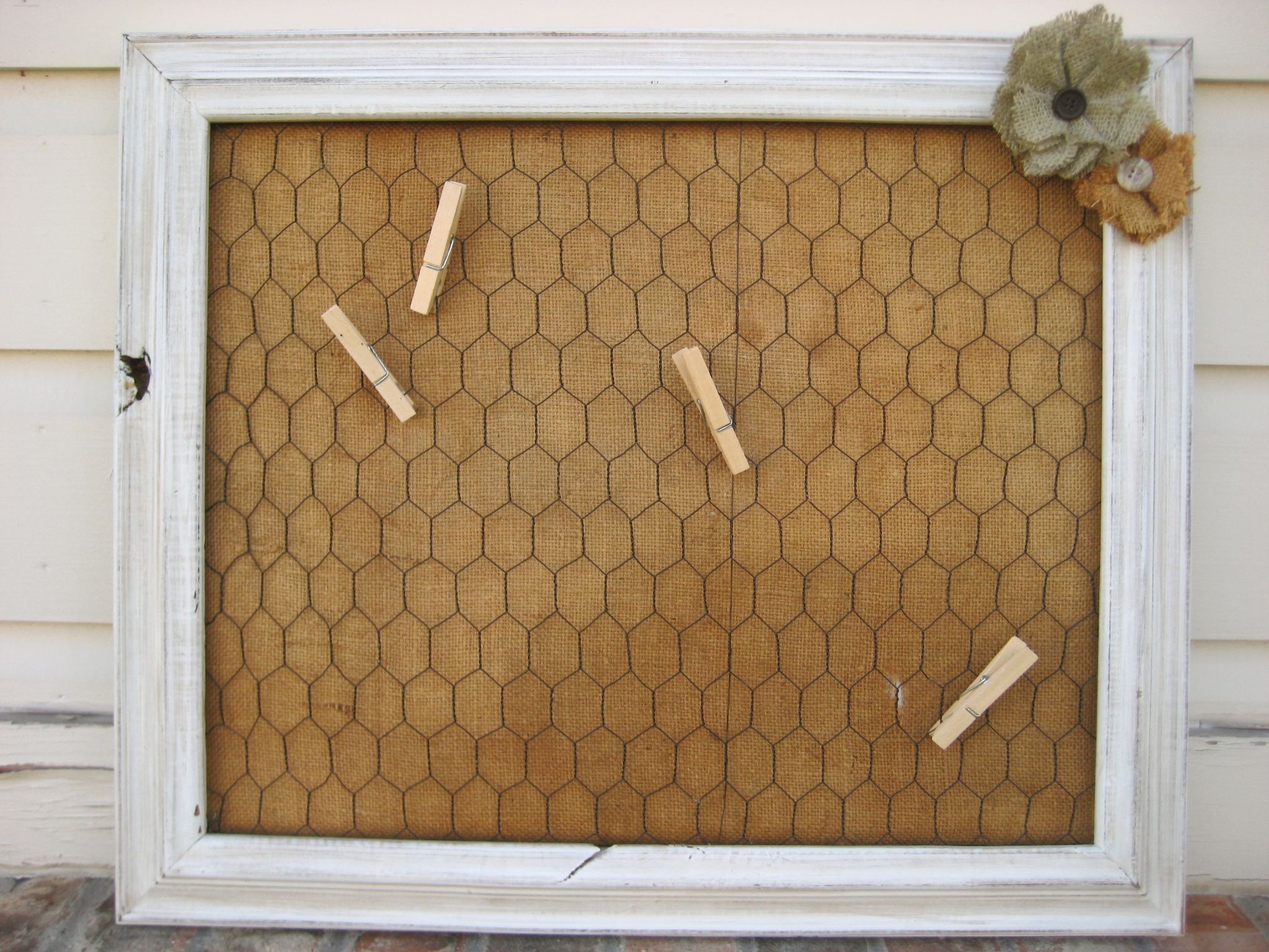 Chicken wire bulletin board with burlap | Craft Inspiration ...