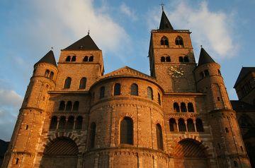 Catedral de Trier. s. IX. Trier, Alemania. Construida en el siglo IV luego de la conversión de Constantino, fue destruida por los Francos y restaurada entre los siglos IX y X. Conserva las reliquias de Santa Helena, madre de Constantino.