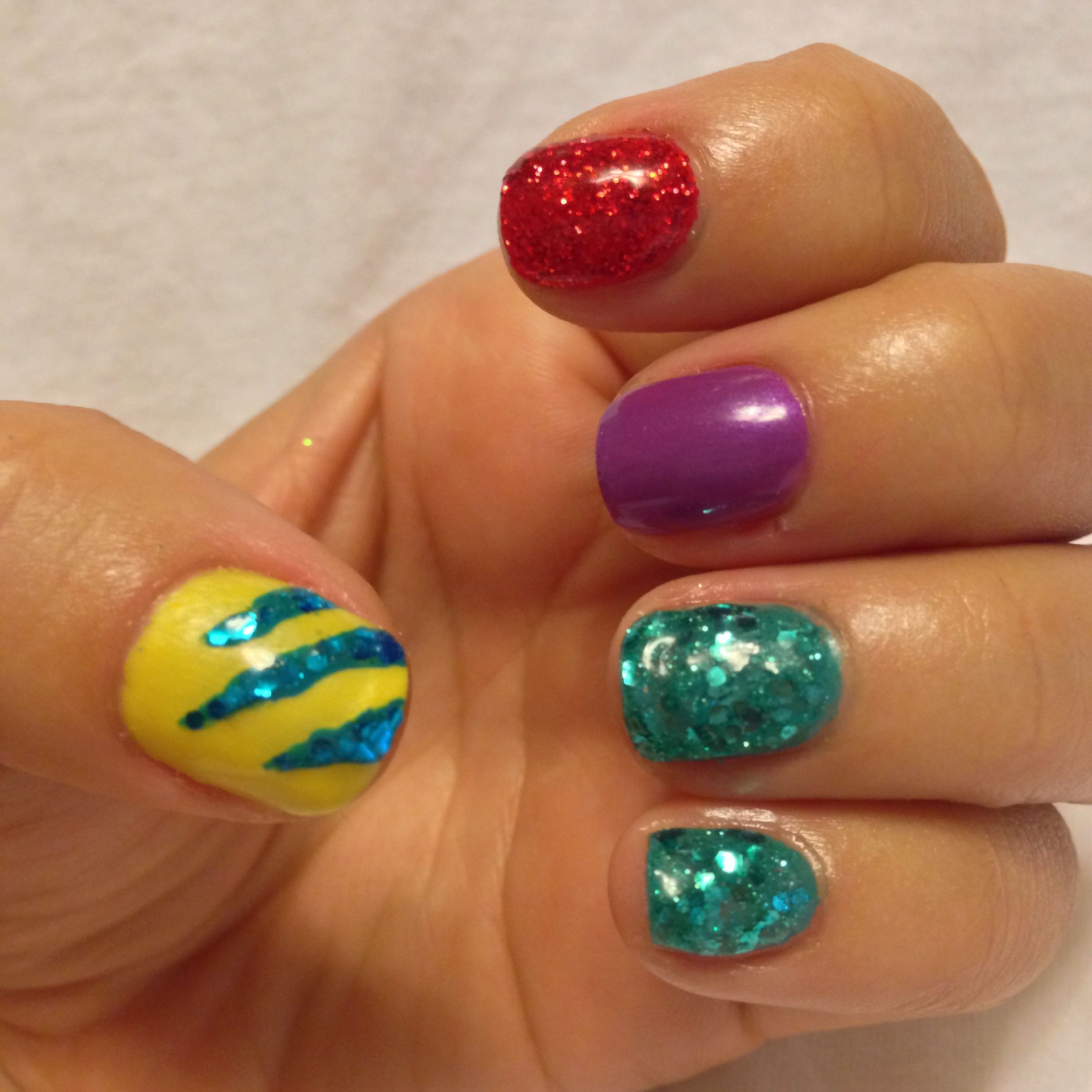 I love the simplicity of these Disney nails!!! | Mermaid ...