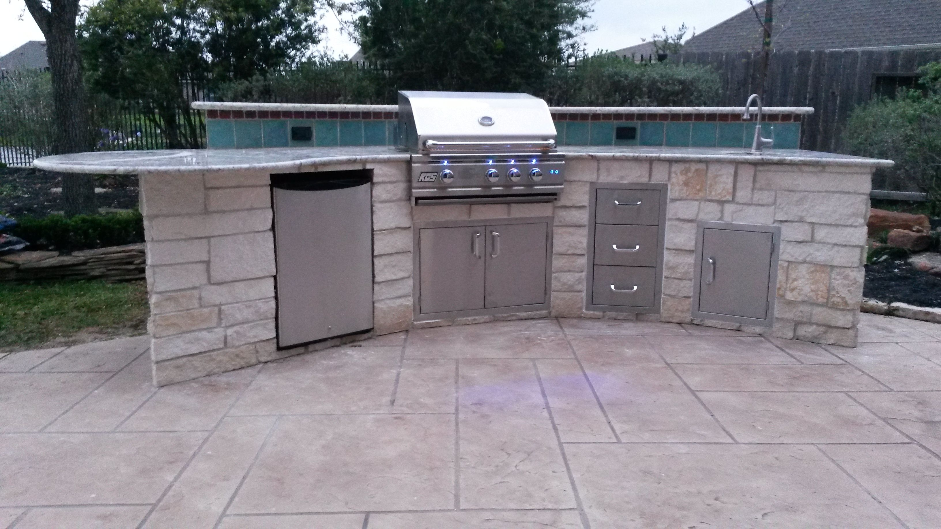 Outdoor Kitchen With Rcs Appliances By Increte Of Houston Outdoor Kitchen Outdoor Furniture Sets Outdoor