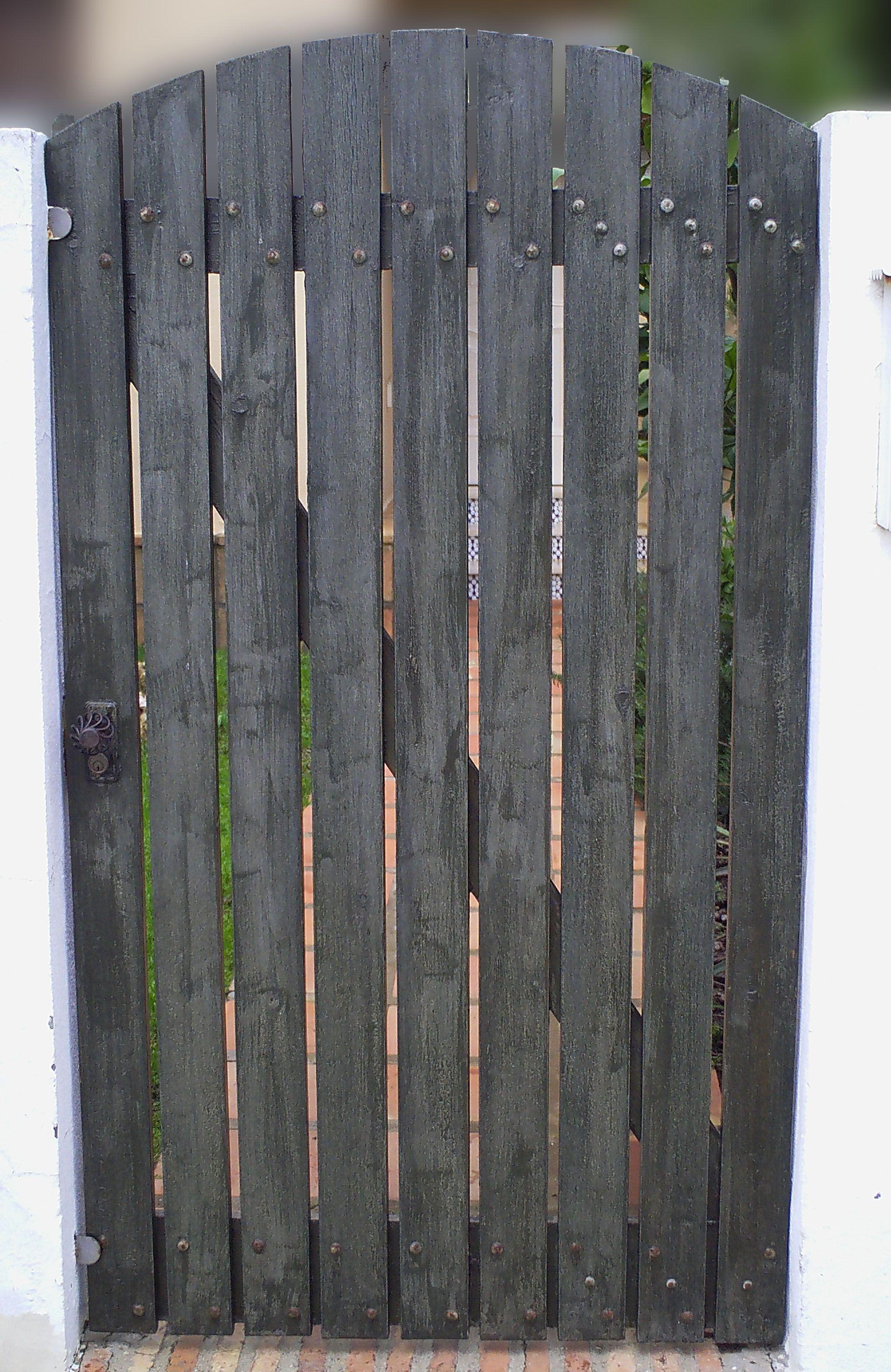 Como hacer unas puertas de jard n de madera jardineria for Jardineria exterior con guijarros