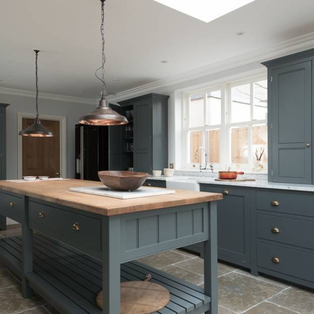 The hampton court kitchen by devol classic style kitchen by devol kitchens
