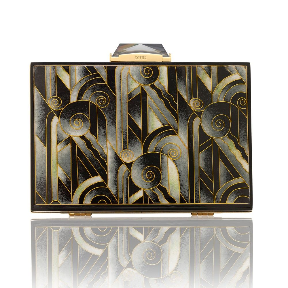 The Empire Taylor features architectural Art Deco inspired panels, created by hand using the ancient cloisonne technique of fine bronze wire and enamelling originally displayed in Byzantine jewelery and Chinese porcelain. The panels are set in a gold-plated brass frame, with signature KOTUR brocade lining and faceted closure with a 30 cm drop in chain. It fits your evening essentials, and a smartphone (up to an iPhone 6+)