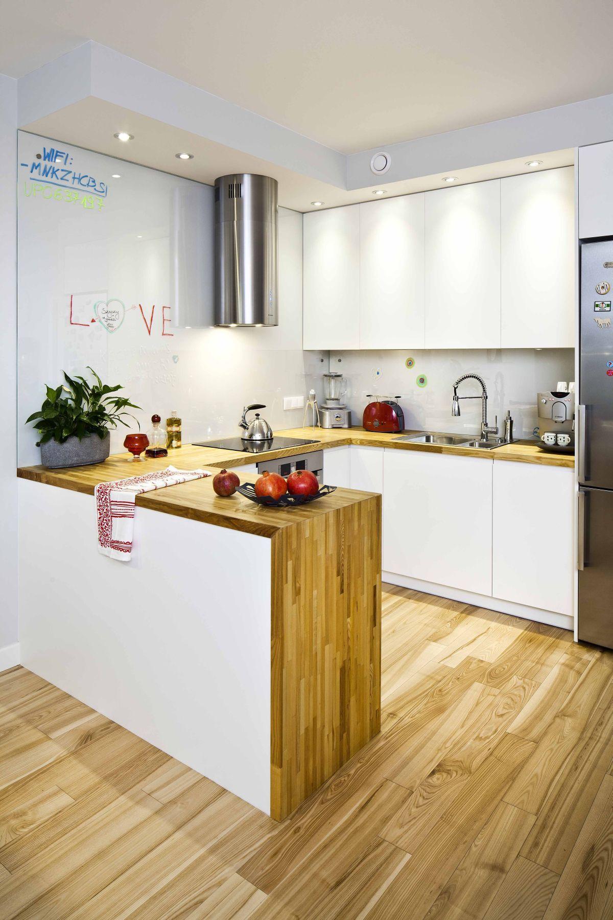 Ekologiczna Kuchnia W Drewnie Urzeka Naturalnym Charakterem Jesli Nie Przepadamy Za Blyszczacymi Plytkami W Kuchni Kitchen Design Home Kitchens Small Kitchen