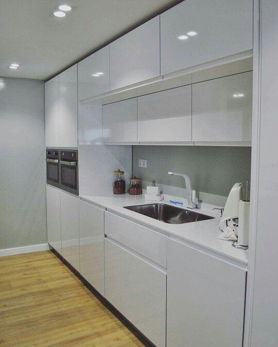 dise o de cocina lineal sencilla y funcional acabados