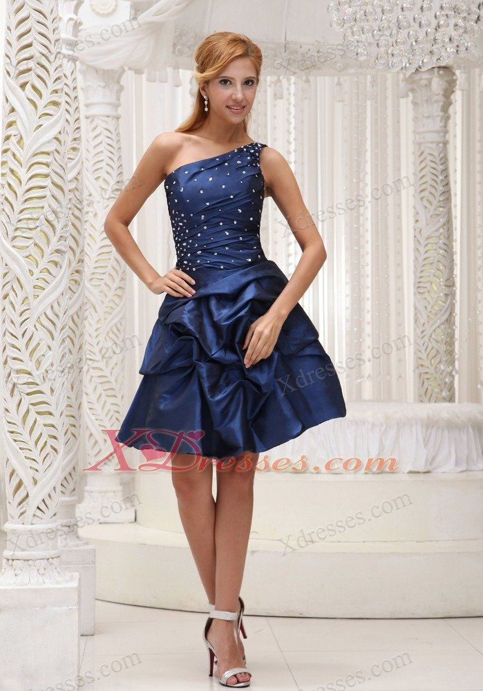 Dark blue dress with what color shoes