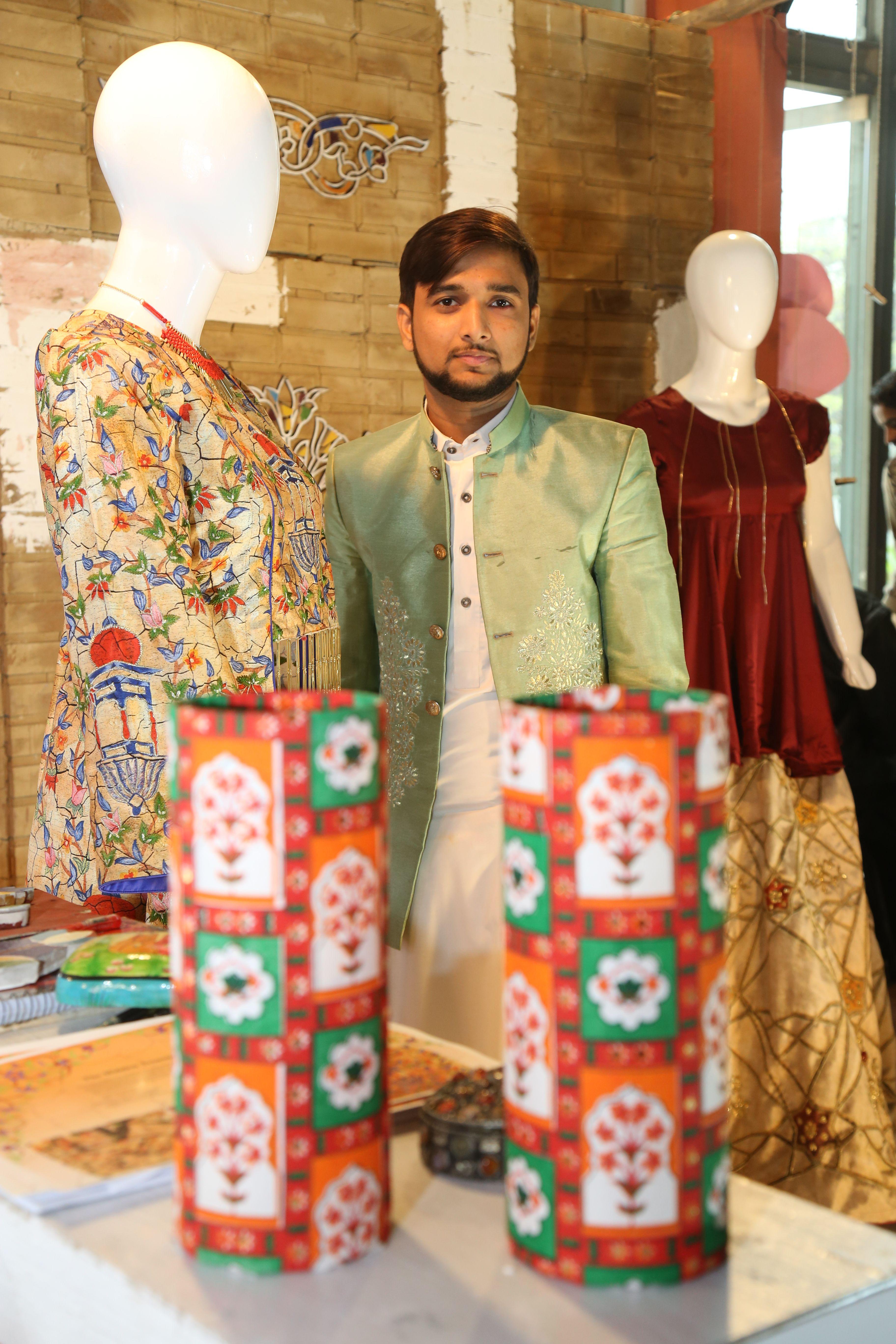 Hu Fashion Textile Design Thesis Display 2019 Hajveryuniversity Oneuniversityendlesspossibilities Fashion Texti Textiles Fashion Textile Design Textiles