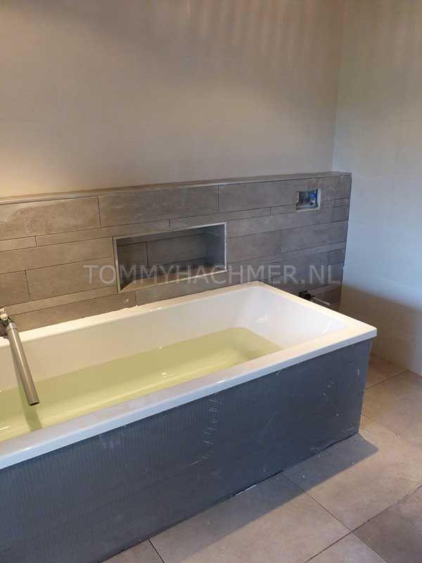 badkamer met nis boven bad - Google zoeken - Badkamer | Pinterest ...