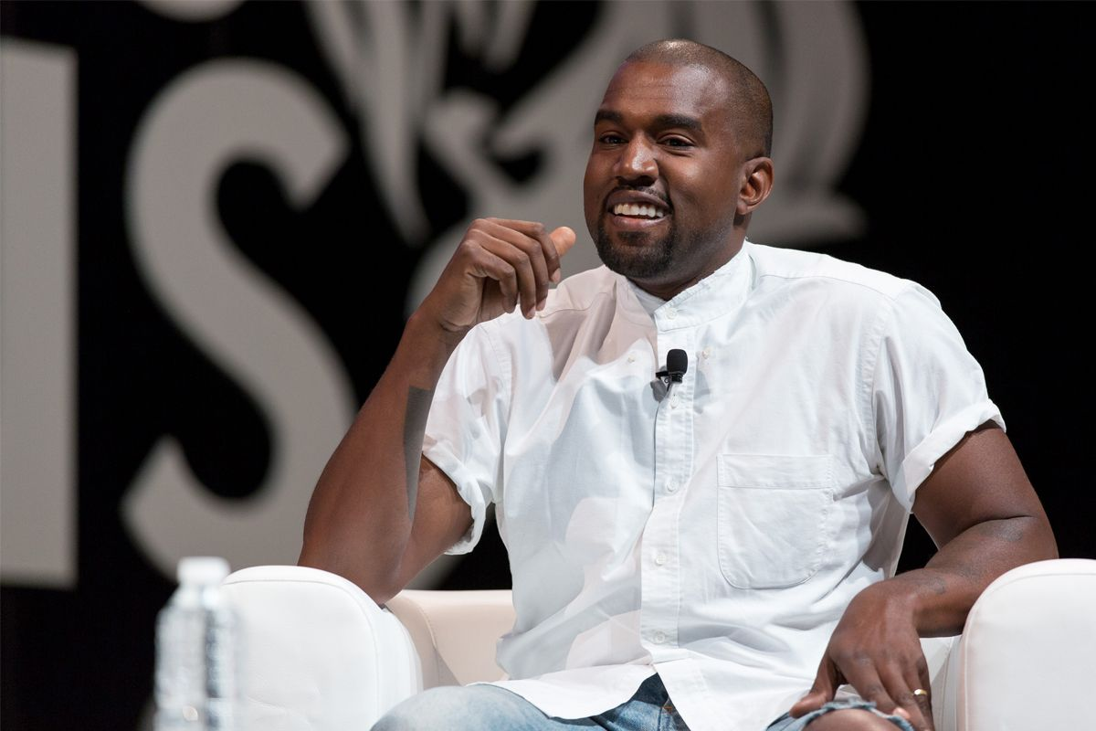 Kanye West Smiles Does Something Cool For Strangers Most Popular Rappers Kanye West New Album New Kanye