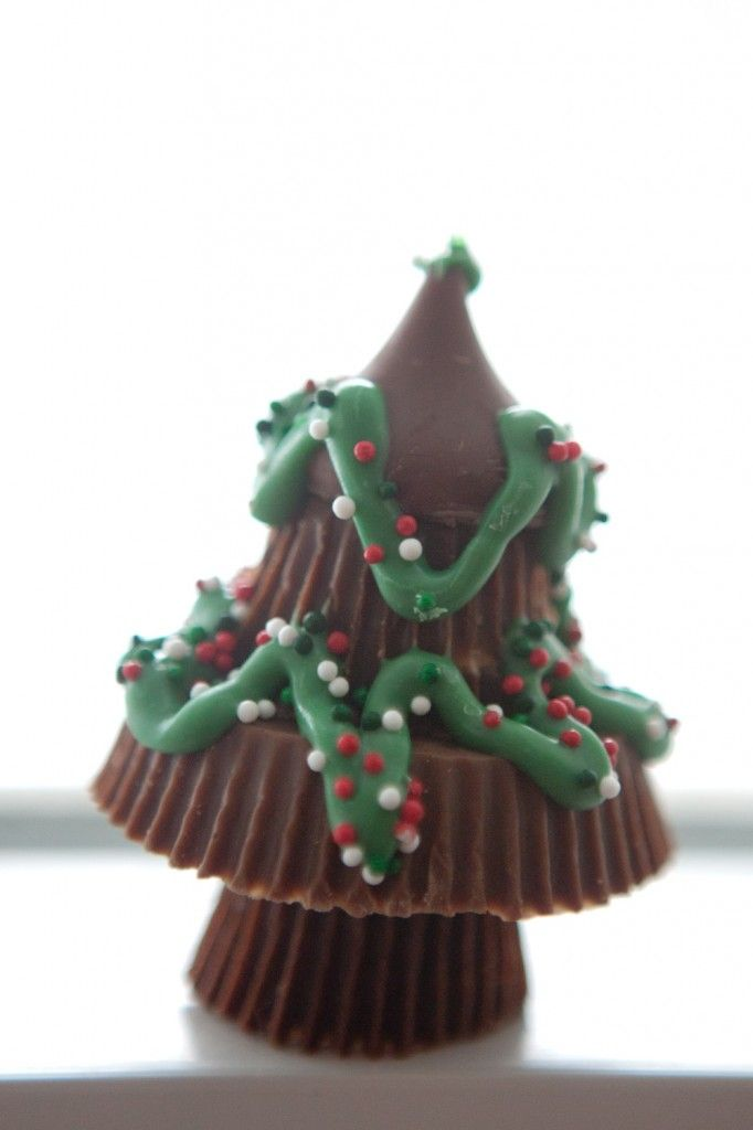 reeses christmas tree toppec with a kiss easy and so cute