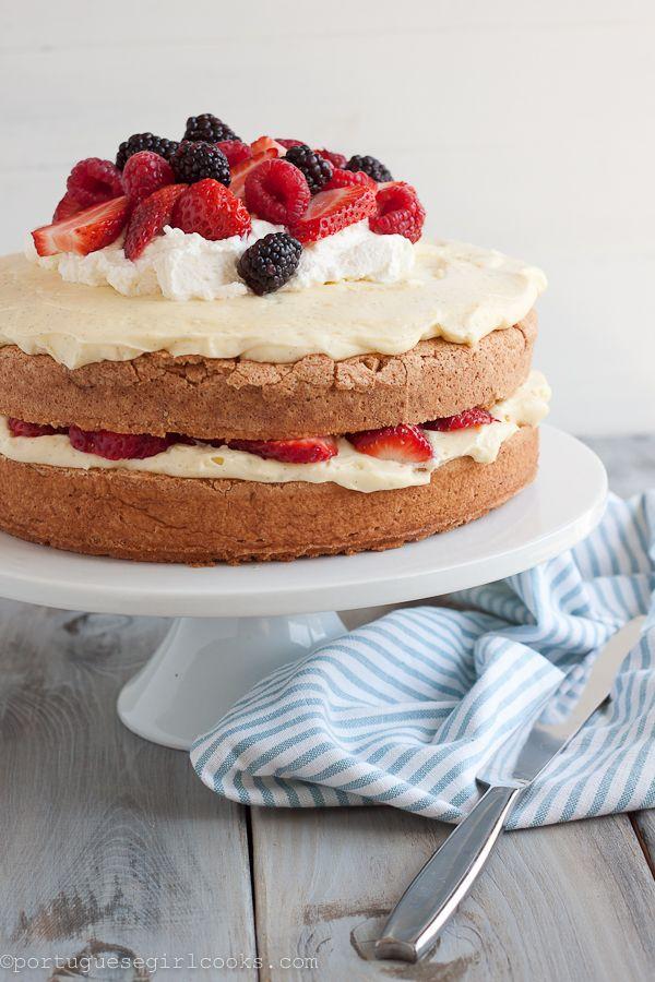 Portuguese Girl Cooks: Pao de Lo (Portuguese Sponge Cake) w/ Vanilla Bean Pastry Cream