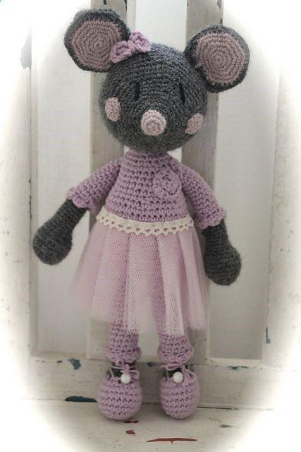 Angelina Ballerina. Ravelry: Ballerina-mus (svenska) pattern by Charlotte Larsson