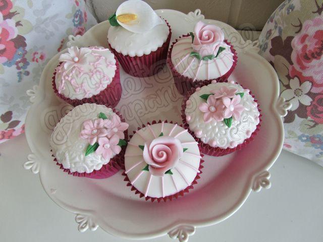 Beautiful sugar floristry cupcakes fondant icing