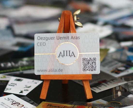 Biglietti da visita stampa su pvc satinato trasparente + stampa in oro a caldo. Sfondo 50% bianco. http://www.bce-online.com/it/shop/biglietti-da-visita/biglietti-da-visita-in-pvc-satinato-trasparente.html
