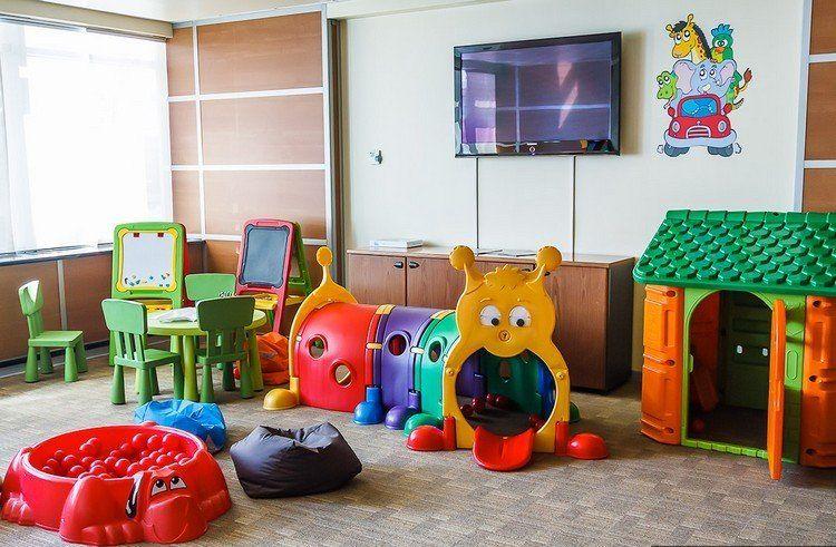 Salle de jeux enfant comment la meubler et la d corer ing nieusement enfant salle de jeux - Jeux de chambre a decorer ...