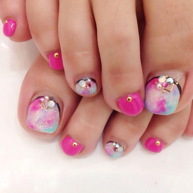 2014夏のフットネイル・ペディキュアはピンクに染めて恋する派手ネイルの
