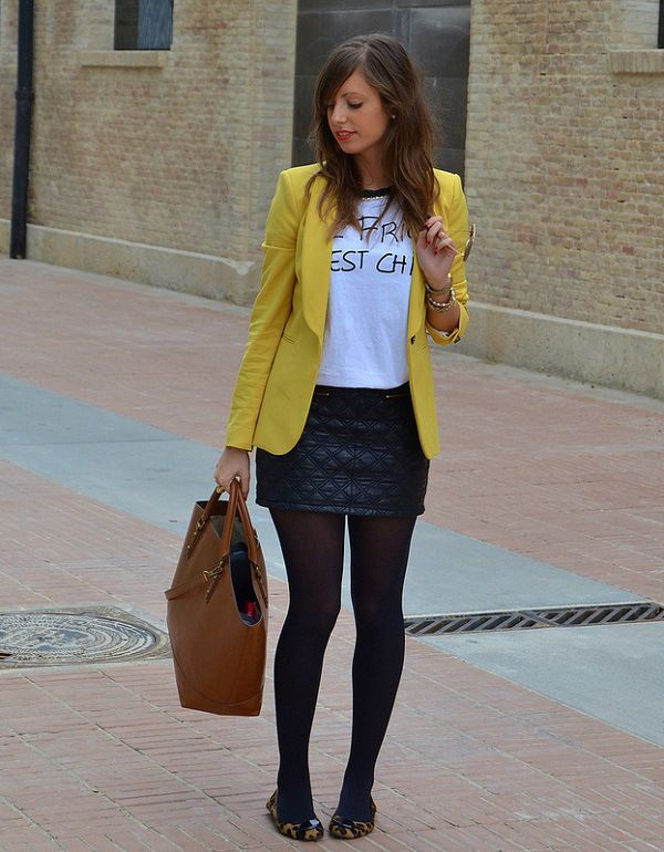 Blazer amarillo con falda negra y blusa blanca. Vestido Azul Marino a8f37a4245a4