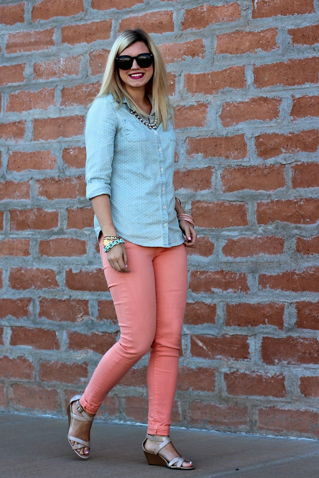 What color jeans match peach colored shirts? - Quora