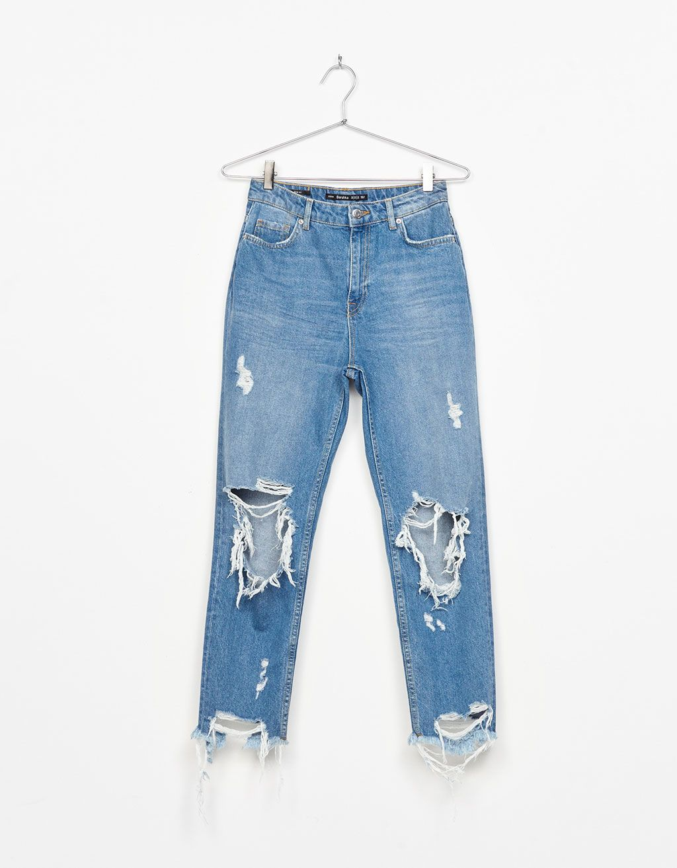 Jeans Mom Fit Rotos Rodillas Jeans Bershka Espana Jeans De Moda Moda De Ropa Pantalones De Moda