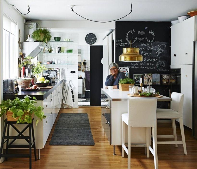 Zdjecie Wyspa Kuchenna Na Srodku Kuchni Ktora Stanowi Tez Stol Kuchenny Kitchen Trends Home Kitchens Kitchen Design