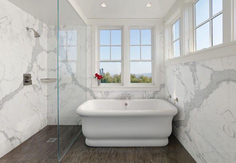Salle de bain en marbre pour un air sophistiqué et toujours à la mode