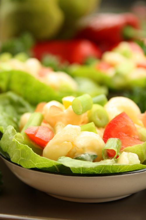salad with nuddles and honey-mustard-dressing
