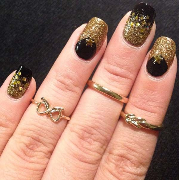 Glamorous Nail Art Designs For Short Nails In Black And Gold