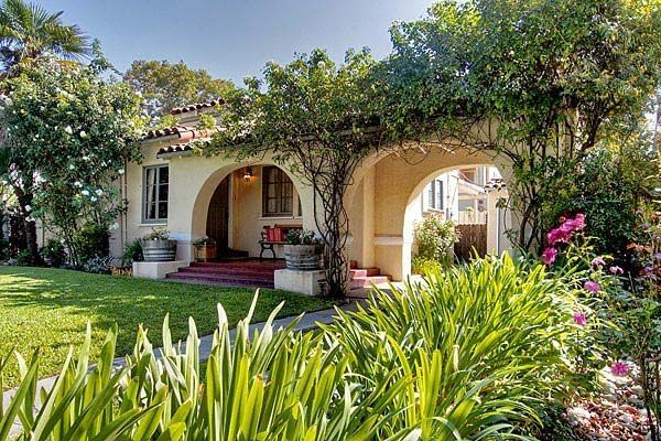 The one-story Spanish-style bungalow retains its 1930s ... on one story spanish home, traditional spanish house, contemporary spanish house, antique house, two tone stucco style house, duplex spanish house, ominous house, mediterranean spanish house,