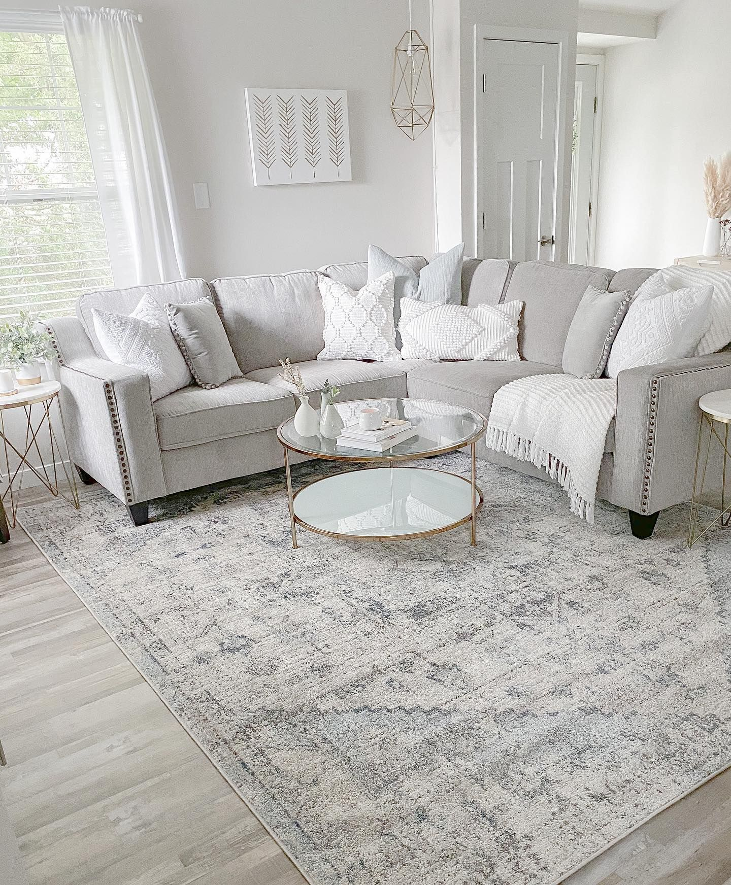 Designed by @ourlakeviewhaven . . . #boutiquerugs #arearug #modernrugs #farmhousedecor #farmhousestyle #moderndecor #modernstyle #styleyourspace #rugsofinstagram #designerrug #rugs #handmaderugs #ruglove #homedesign #interiorstyle #modernhome #ourhome #instalove #instagood #love #ourcustomersrock #reviews #realhomesofinstagram #roominspo #home #plants #halloweendecor #falldecor