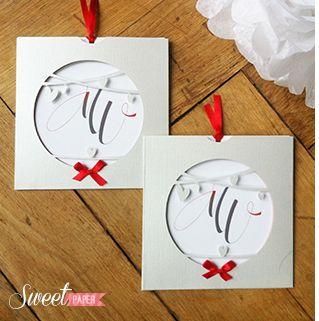 faire part de mariage inspiration blanche neige, monde enchanté et  romantique, format pochette sur papier irisé et ruban de satin rouge