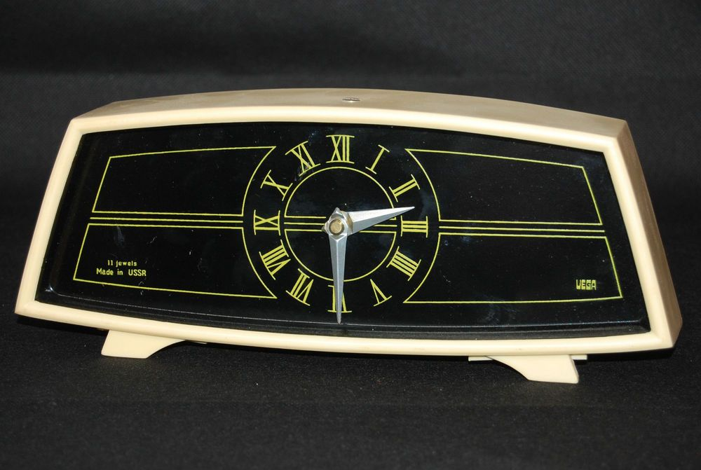 Vintage Retro 1970s Vega USSR Russia 8 day Cream Black Mantle Clock Wind up FWO