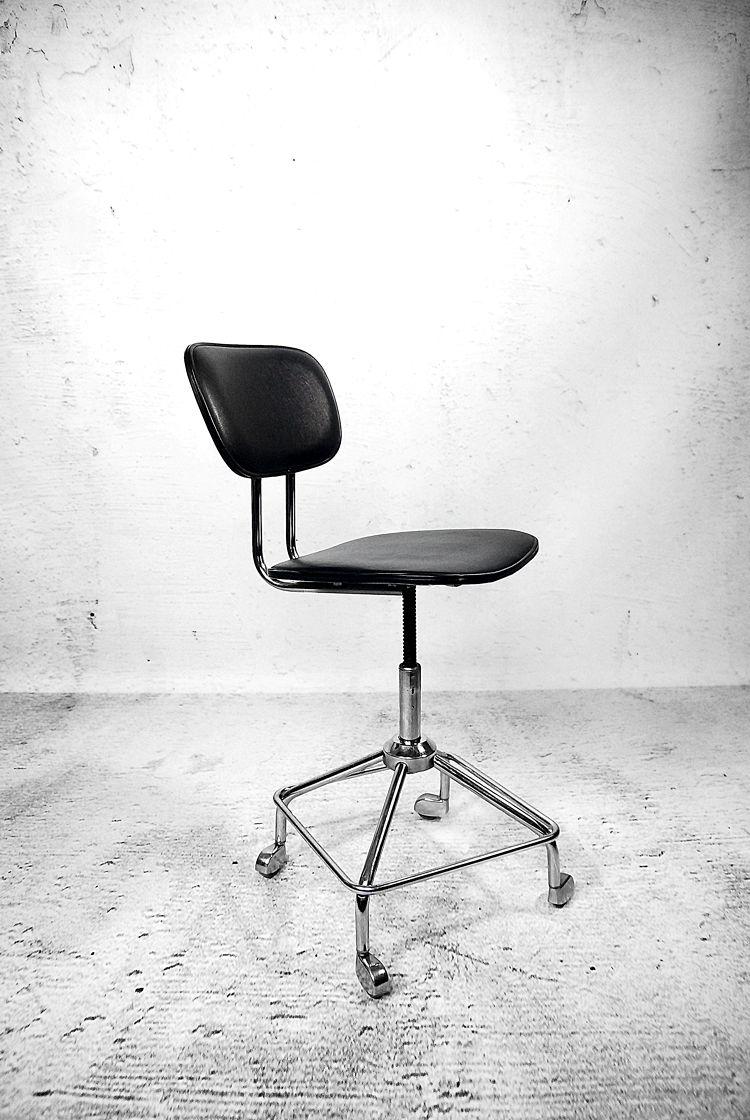 Obrotowe Krzeslo Biurowe Z Lat 60 Konstrukcja Wykonana Ze Stali W