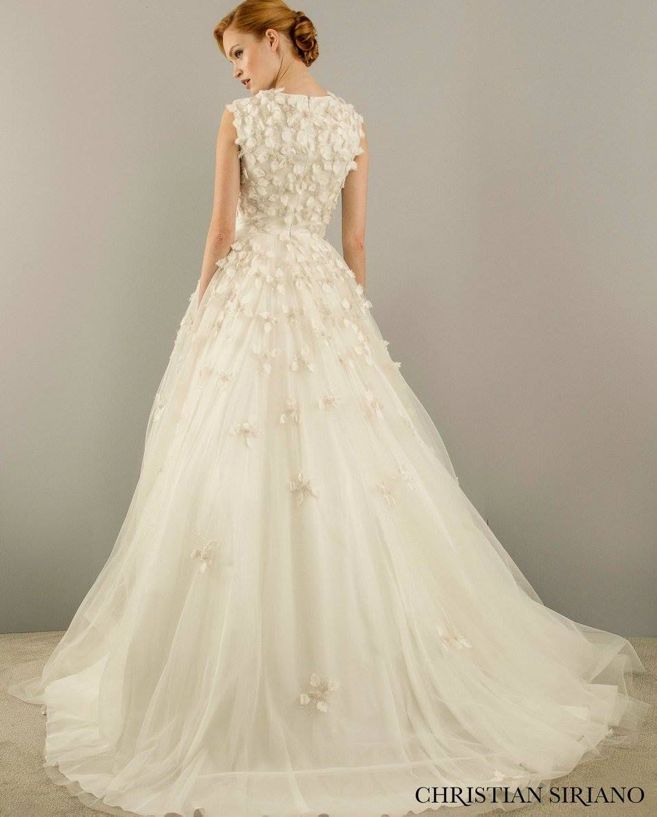 Christian Siriano Spring 2018 Wedding Dress Collection Christian Siriano Wedding Dresses Plus Size Wedding Gowns Wedding Dresses Unique [ 1300 x 1040 Pixel ]