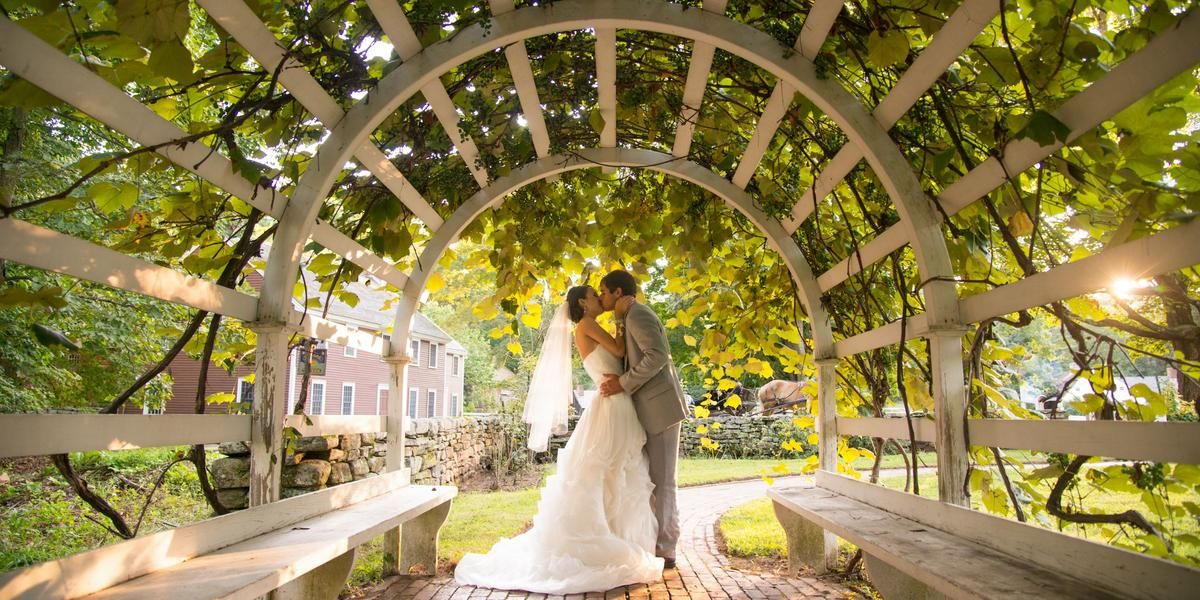 Weddings At Old Sturbridge Village In Sturbridge Ma Wedding Spot Massachusetts Wedding Venues Ma Wedding Venues Sturbridge Village