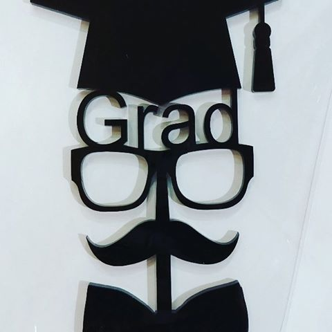 تغريسات تخرج مواليد زواجات مناسبات تعليقات تذكار تغريسات هدية هدايا تخرج خريجات نجاح تف Graduation Party Decor Graduation Gifts Graduation Party