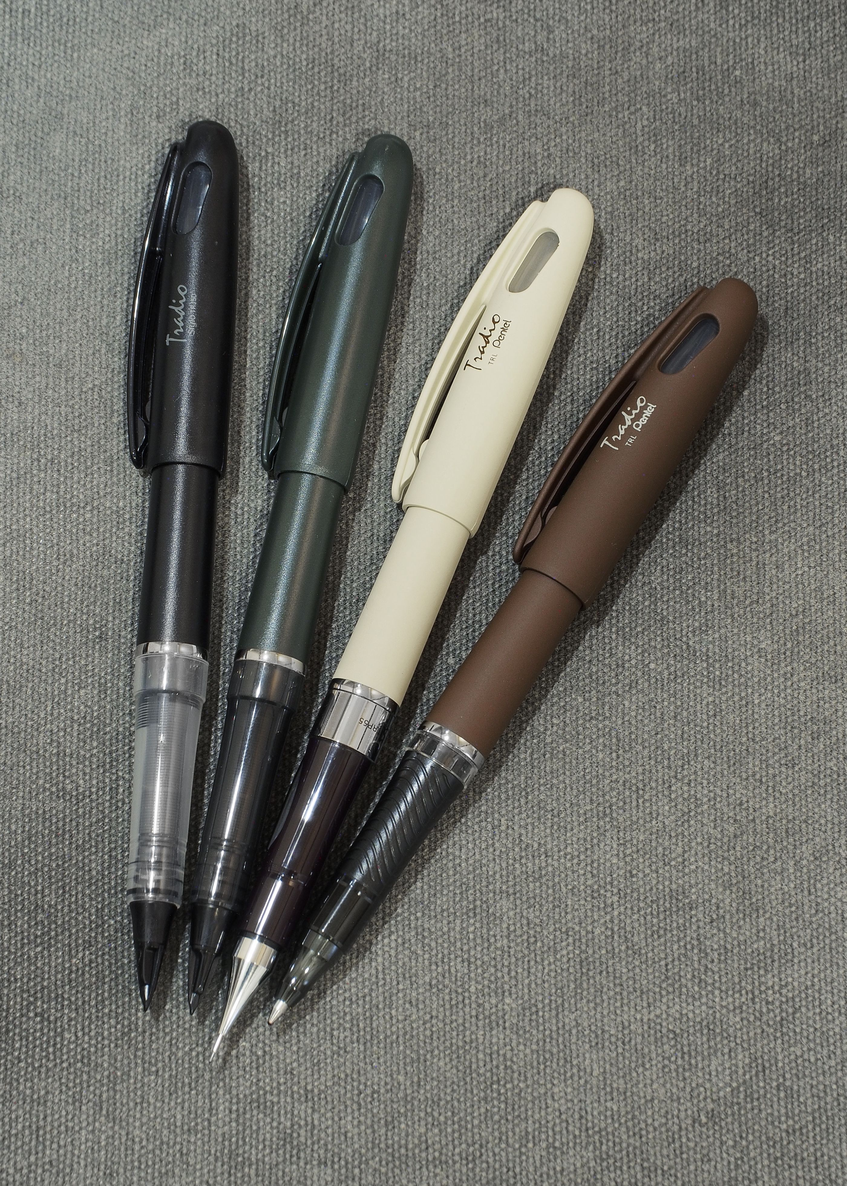 - Assorted Blue and Red Fountain Pens Pentel Tradio Stylo TRJ50 Black 3pcs