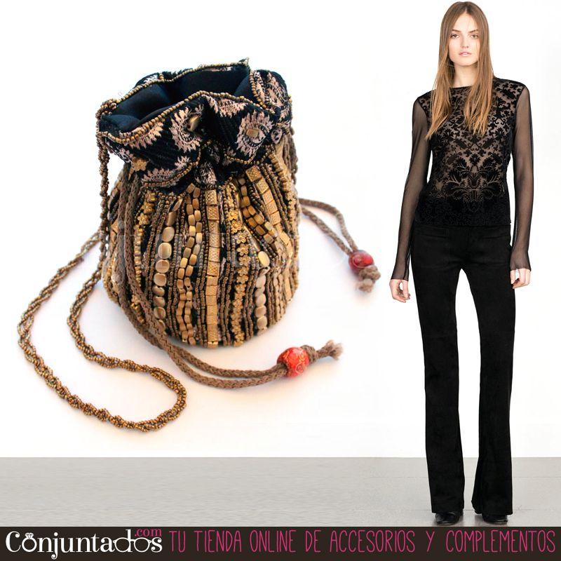 ¡Mucho  estilo con el Bolso bombonera negro y dorado! ☆ Precio  19 603ae5c205a6