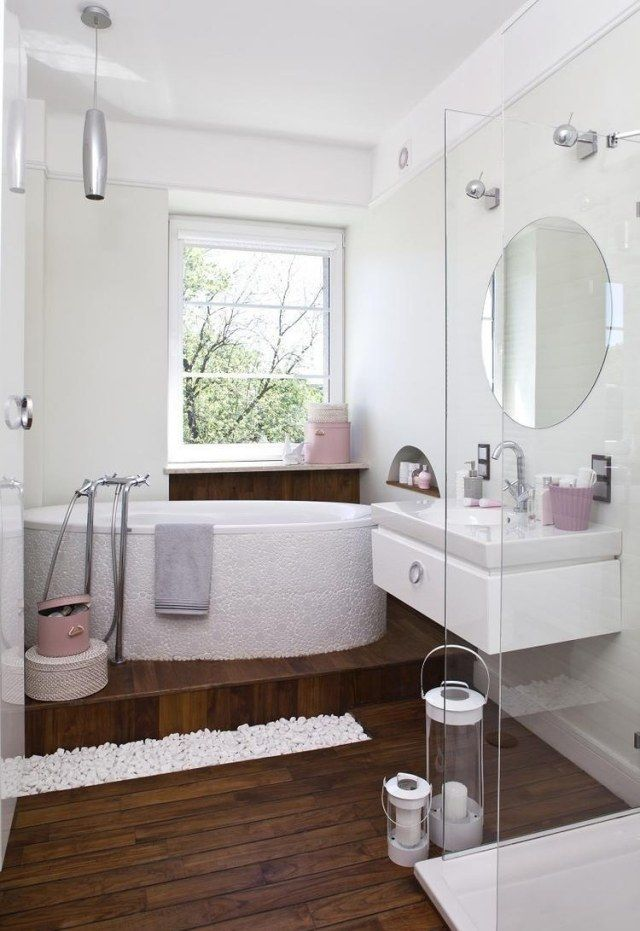 Schön Kleines Bad Einrichten Ideen Weiß Rosa Akzente Holzboden Glasduche Badewanne