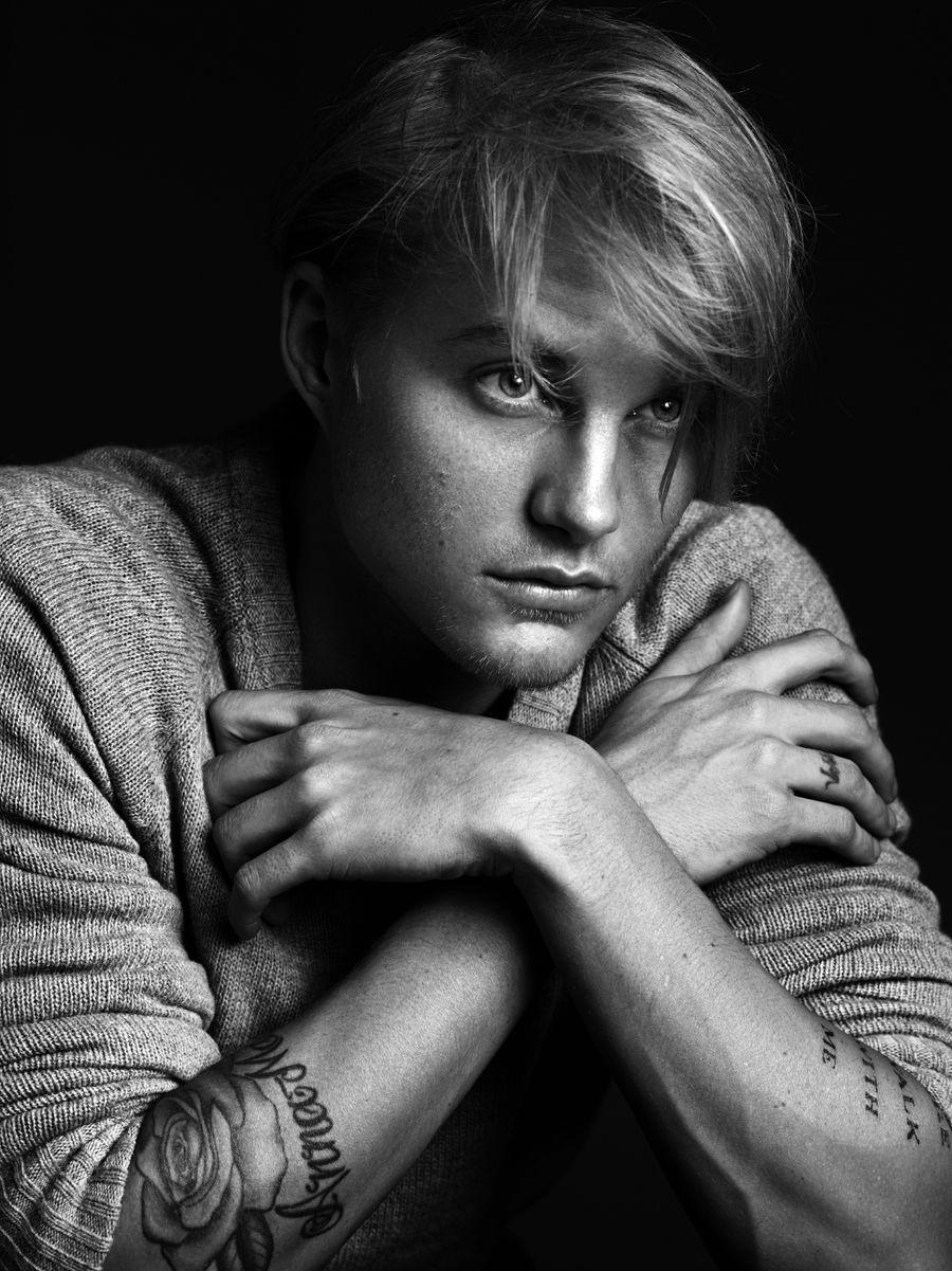 Toby Hemingway (born 1983)