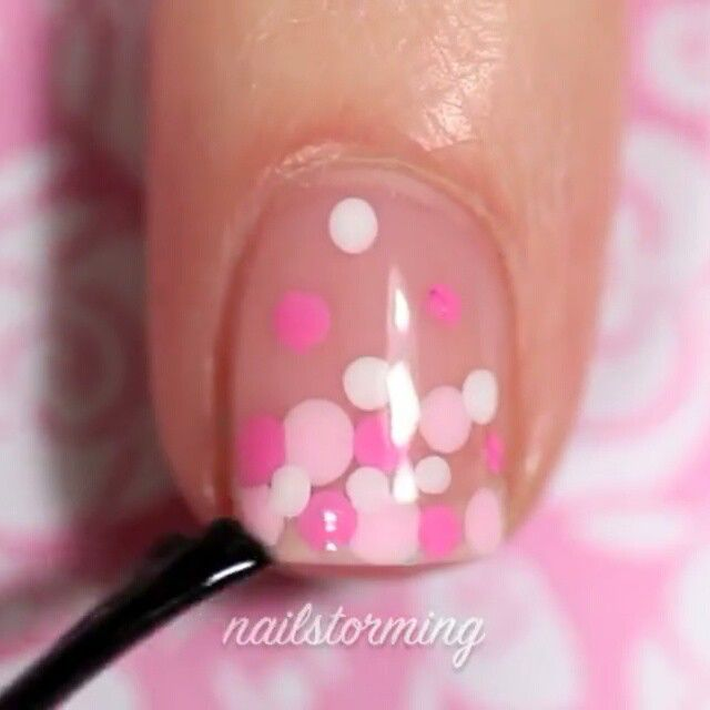 """Valentine's day gradient dotticure! Done with just a bobby pin- perfect for beginners! Full video with voice over is up on my ▶ Youtube channel!! Link in bio ! - - Products used: Base: """"Sugar Daddy"""" Essie Light pink: """"Tickled pink"""" Sally Hansen Darker pink: """"Bubblegum Pink"""" Sally Hansen White: """"Blanc"""" Essie Dotting tool: bobby pin Top coat : HK girl @glistenandglow1 - Song: """"Whatever It Is"""" Zac Brown Band"""