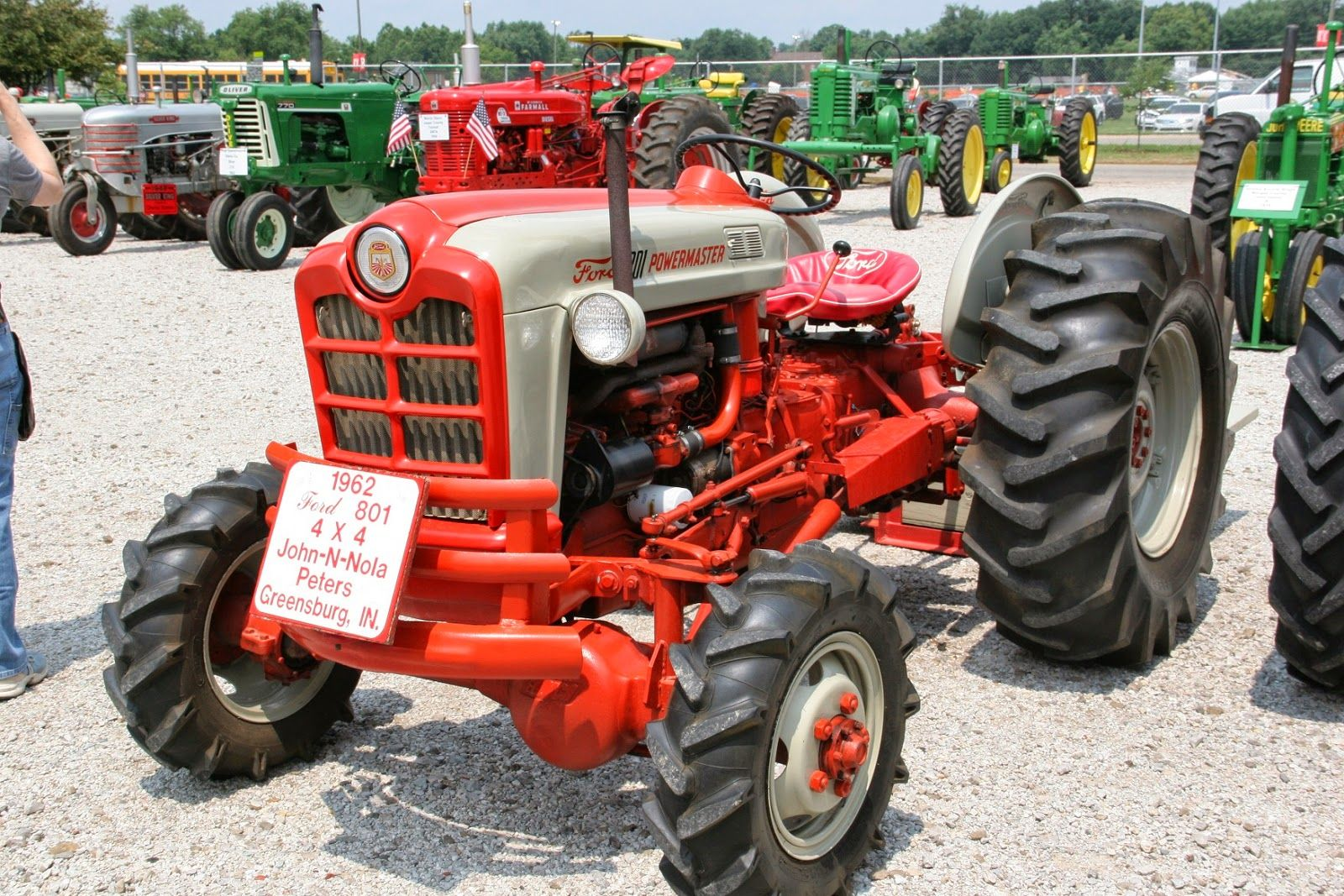 Ford powermaster tractor still got them curves cool jpg 1600x1067 1957 ford 801  tractor