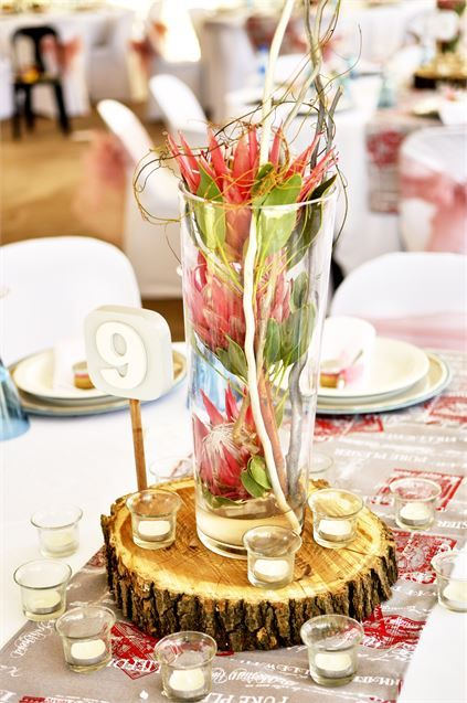 Gorgeous Rustic Centrepiece Wooden Block And Single Vase