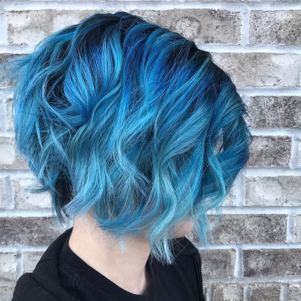 отличным свойствам фото бело синих волос на коротких волосах солнце