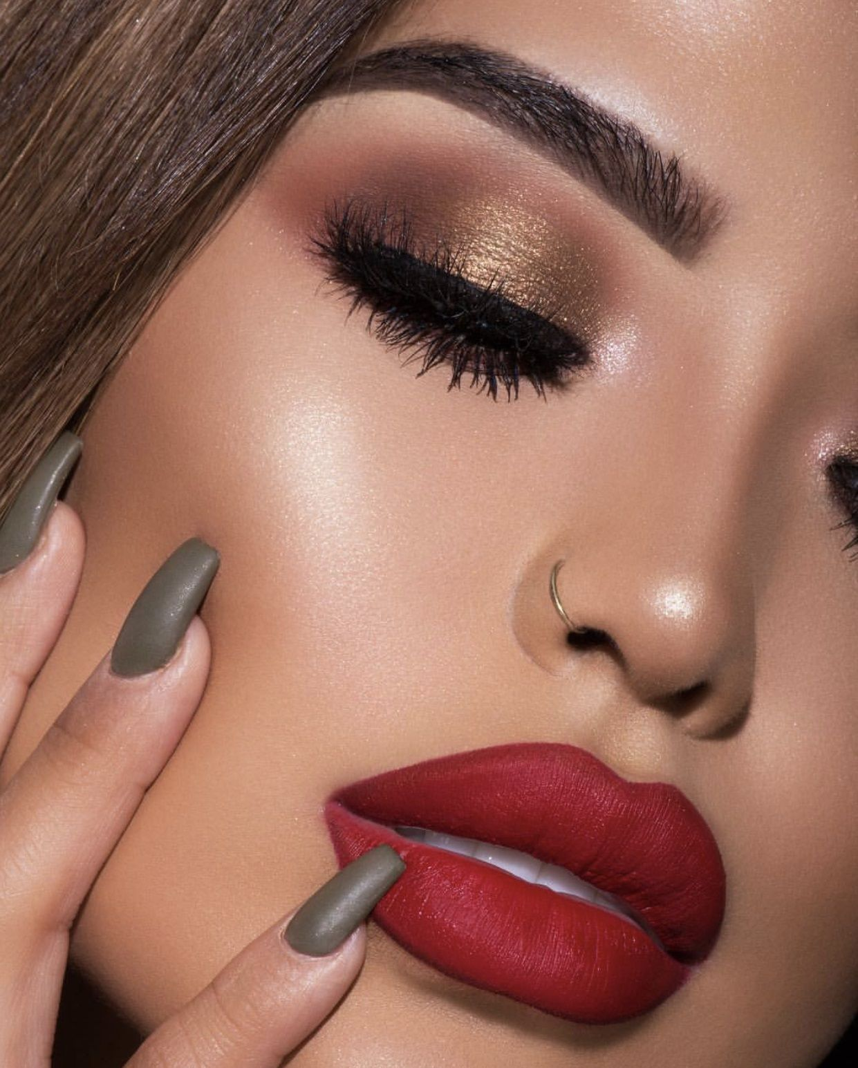 Matte Red Lips And Golden Smokey Eye Look By @iluvsarahii