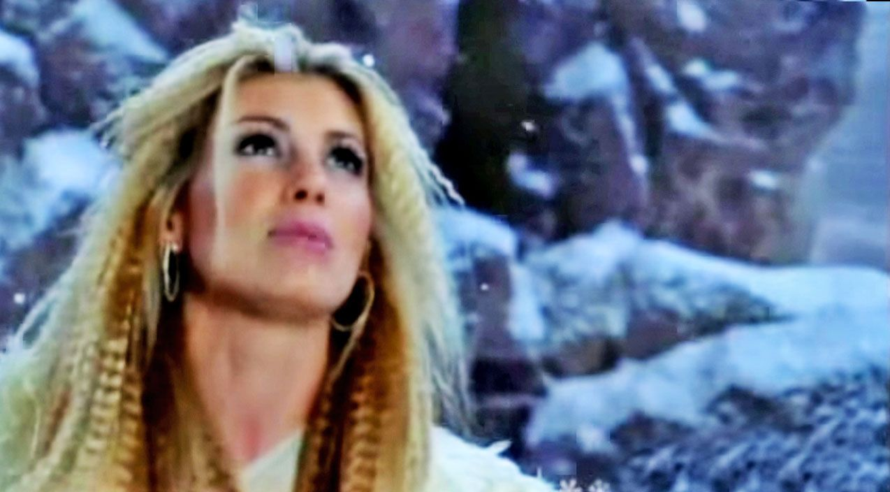 Faith Hill Begs For Holiday Cheer In Beautiful \'Where Are You ...