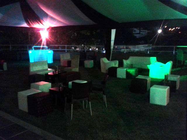 mobiliario clasico y ultra lounge para eventos especiales toldos barras moviles iluminacion led